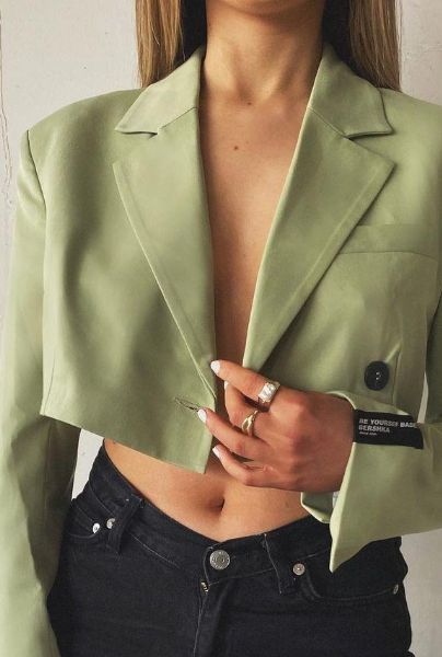 Crop tops en blazer.